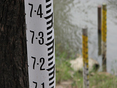 Measuring pole